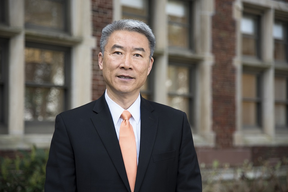 Hongwei Xin, Dean of UT AgResearch